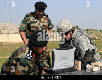 From left, Indian army Brig. Gen. RS Yadav, the commander of the 94th Armored Brigade, Indian army Maj. Gen. Anil - Stock Photo