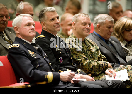 From left, U.S. Army Lt. Gen. Thomas F. Metz, the outgoing director of the Joint Improvised Explosive Device Defeat - Stock Photo