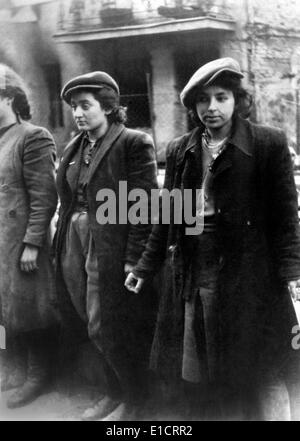 'Hehalutz women captured with weapons' during the Warsaw Ghetto Uprising, April 19-May 16, 1943. Hehalutz was a - Stock Photo