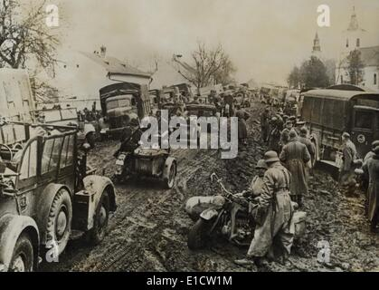 German army units invading Greece in April 1941 in heavy spring rains. Italy had attacked Greece in Oct. 1940, but - Stock Photo