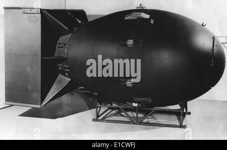 A post-war model of 'Fat Boy', the atomic bomb exploded over Nagasaki, Japan, in World War 2. (BSLOC 2014 6 89) - Stock Photo