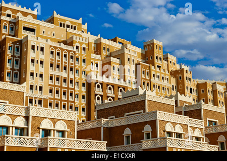 United Arab Emirates, Dubai, the Palm Jumeirah, building with Yemen style of architecture - Stock Photo