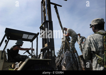 U.S. Soldiers from the 528th Engineer Battalion, Louisiana Army National Guard out of Monroe, La., stage pallets - Stock Photo
