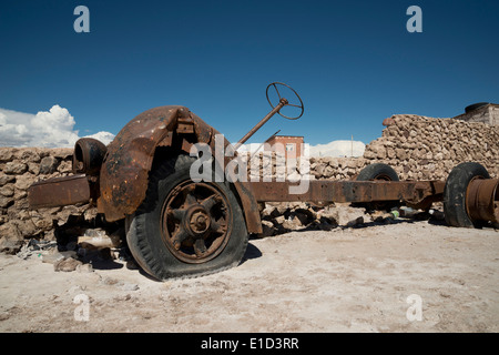 Rusted vehicle at the edge of the salts flats in Uyuni, Bolivia - Stock Photo