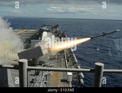 U.S. Sailors aboard the Wasp-class amphibious assault ship USS Bonhomme Richard (LHD 6) launch a RIM-7 Sea Sparrow - Stock Photo