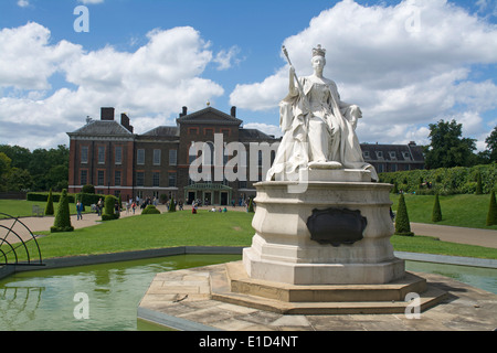Statue of Queen Victoria outside of Kensington Palace a royal residence set in Kensington Gardens, London, England - Stock Photo