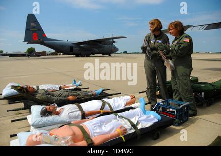 U.S. Air Force Maj. Martha Alspaugh, left, and Lt. Col. Jane Elkovich, both flight nurses assigned to 156th Aeromedical - Stock Photo