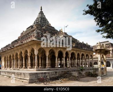 India, Rajasthan, Jodhpur, Maha Mandir, ancient Hindu Temple, surrounded by school - Stock Photo
