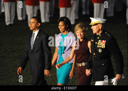 From left, President Barack Obama, Michelle Obama, Annette Conway and Commandant of the Marine Corps Gen. James - Stock Photo