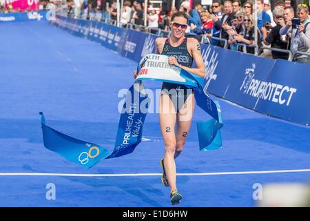 London, UK. 31st May, 2014. Gwen Jorgensen (USA) sprints to victory at the ITU World Triathlon in London. Credit: - Stock Photo