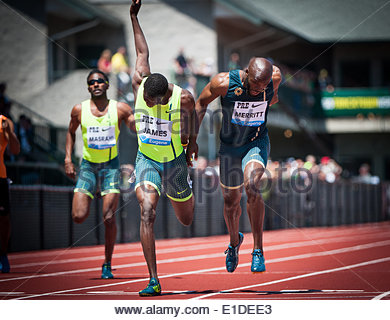 Eugene, Oregon, USA. 31st May, 2014. KIRANI JAMES, left, of Grenada runs a 43.97 dead heat with LASHAWN MERRITT, - Stock Photo