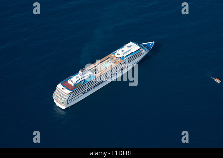 'SEVEN SEAS MARINER' CRUISE SHIP ANCHORED OFFSHORE (aerial view). Near the Principality of Monaco, on the French - Stock Photo