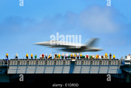 U.S. Sailors observe an FA/18E Super Hornet aircraft assigned to the ?Sunliners? of Strike Fighter Squadron 81 as - Stock Photo