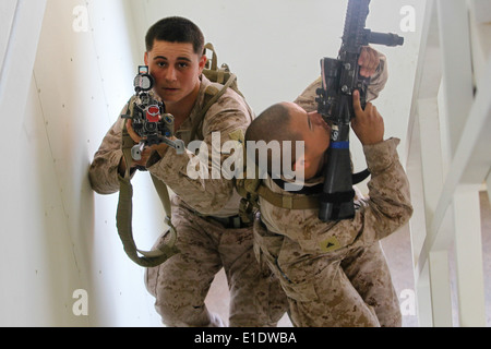 U.S. Marines with India Company, 2nd Platoon, 3rd Battalion, 5th Marine Regiment practice urban operations tactics - Stock Photo
