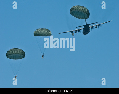 Soldiers of the 82nd Airborne Division perform a parachute drop from the 130th Airlift Wing's C-130 Hercules aircraft - Stock Photo