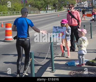 Calgary, Alberta, Canada. 01st June, 2014. Girl encouraging runner in the 50th Scotiabank Calgary Marathon on Sunday, - Stock Photo
