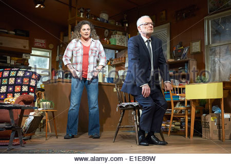Bakersfield Mist by Stephen Sachs, directed by Polly Teale. With Kathleen Turner as Maude Gutman, Ian McDiarmid - Stock Photo