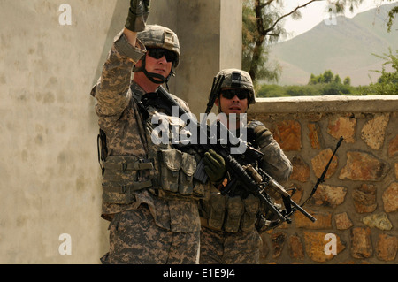 From left, U.S. Air Force Staff Sgt. John Kingsley, a radio transmission operator with the Nangarhar Provincial - Stock Photo