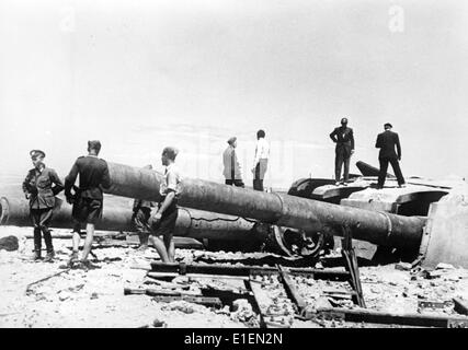 The picture from Nazi news reports shows a destroyed armored cupola with guns barrels at the coastal battery Maxim - Stock Photo