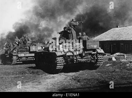 German tanks advance against Soviet settlements in October 1941. The original text from a Nazi news report on the - Stock Photo