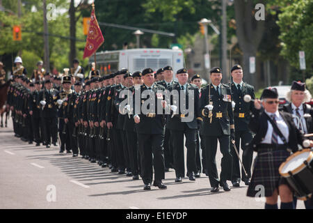 London, Ontario, Canada. 1st June 2014. Active and veteran members of the Canadian Army's 1st Hussars parade through - Stock Photo