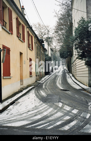 AJAXNETPHOTO - LOUVECIENNES,FRANCE. STREET IN THE VILLAGE NAME AFTER THE ARTIST PIERRE AUGUSTE RENOIR 1841 - 1919. - Stock Photo