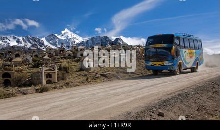 Milluni miner´s cemetery and Huayna Potosi mountain (6088mts). Near La Paz. Bolivia - Stock Photo