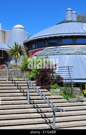 The Round Studio performance space basks in the summer sun at Aberystwyth Arts Centre, Wales, UK - Stock Photo