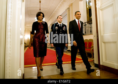 From right, President Barack Obama, U.S. Army Staff Sgt. Salvatore Giunta and Michelle Obama enter the East Room - Stock Photo