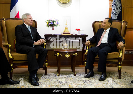 Secretary of the Navy Ray Mabus, left, visits with Thailand's Minister of Foreign Affairs Kasit Piromya in Bangkok, - Stock Photo