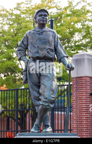 Statue of Babe Ruth at Camden Yards Oriole Park Stadium in Baltimore Maryland. The Babe's Dream by Susan Luery (1995) - Stock Photo