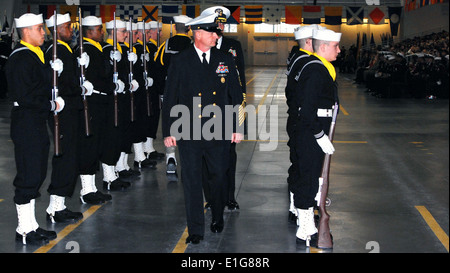 Master Chief Petty Officer of the Navy Rick D. West, center, inspects a drill team during a graduation ceremony - Stock Photo