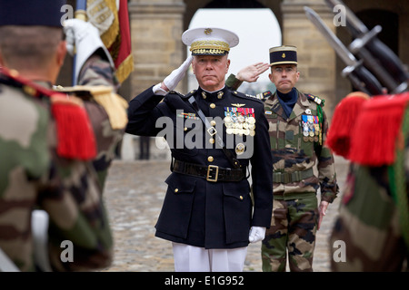 US Marine Corps General James F. Amos, commandant of the Marine Corps, during an honors ceremony hosted by chief - Stock Photo