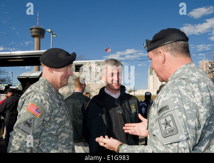 U.S. Army Lt. Gen. Benjamin Freakley, right, the commanding general of Accessions Command, describes the impact - Stock Photo