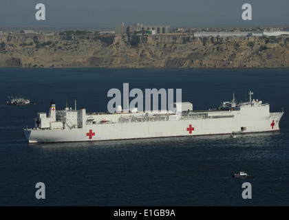 The hospital ship USNS Comfort (T-AH 20) is anchored off the coast of Paita, Peru, April 30, 2011, and is deployed - Stock Photo