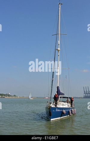 Viking Mariners Bénéteau Océanis Clipper 473 cruising yacht Viking Blue arriving at Harwich Ha'penny Pier, Essex - Stock Photo