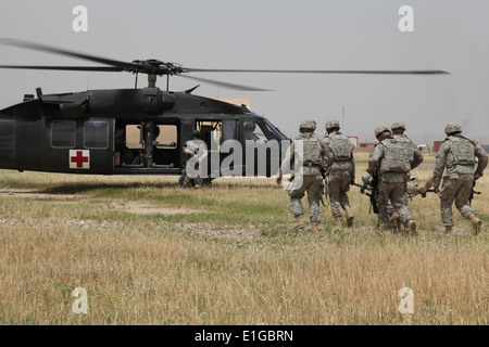 U.S. Army Soldiers from 2nd Battalion, 12th Cavalry Regiment, 4th Brigade, 1st Cavalry Division, participate in - Stock Photo