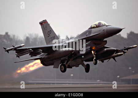 A US Air Force F-16 Fighting Falcon fighter aircraft with the 480th Fighter Squadron takes off December 4, 2013 - Stock Photo
