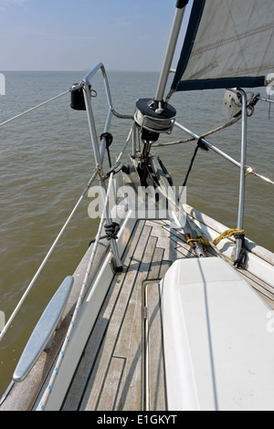 Bow of the Viking Mariners Bénéteau Océanis Clipper 473 cruising yacht Viking Blue sailing on the East Coast off - Stock Photo