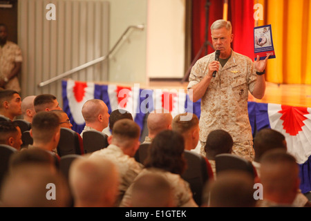 Gen. James F. Amos, 35th Commandant of the Marine Corps, speaks to Marines stationed on Camp Foster, Okinawa, Japan, - Stock Photo
