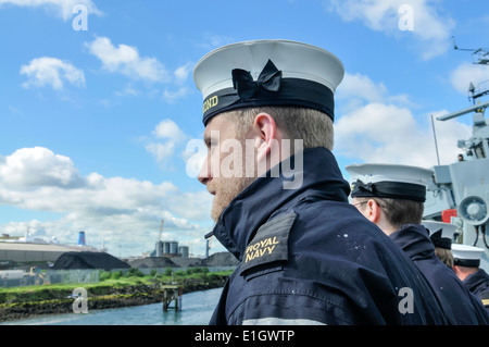 Royal Navy sailors lined up ready to work ropes on board HMS Richmond - Stock Photo
