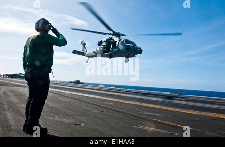 U.S. Navy Aviation Structural Mechanic Airman Juan Arce an MH-60S Knighthawk helicopter assigned to Helicopter Sea Combat Squad