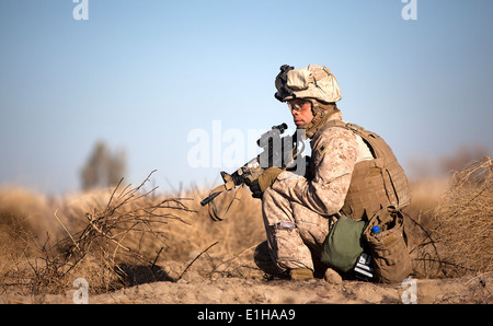 U.S. Navy Hospital Corpsman 2nd Class Jeremiah St. Thomas, assigned to the 3rd Battalion, 3rd Marine Regiment, participates - Stock Photo