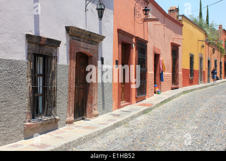 Colourful houses lining a cobbled street in San Miguel de Allende, Guanajuato, Mexico - Stock Photo