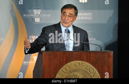 Secretary of Defense Leon E. Panetta delivers remarks at the Brown and Williamson Club at the University of Louisville - Stock Photo