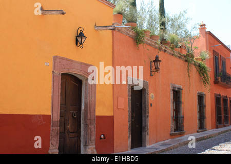 Colourful houses lining cobbled street in San Miguel de Allende, Guanajuato, Mexico - Stock Photo