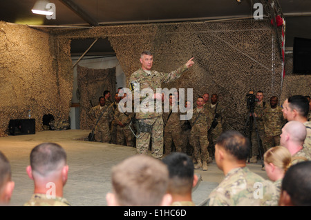 U.S. Sgt. Maj. of the Army Raymond F. Chandler III, center, speaks to Soldiers during a town hall meeting at Kandahar - Stock Photo