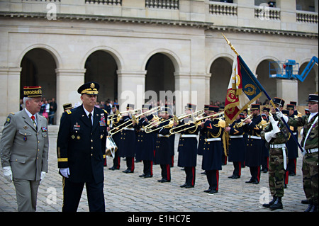 French army Gen. Bertrand Ract-Madoux, left, the chief of staff of the French army, escorts U.S. Army Gen. Raymond - Stock Photo