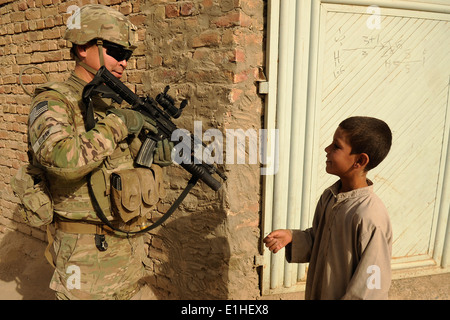 U.S. Army Spc. Raymond Egoak, an Alaska Army National Guardsman assigned to the Kandahar Provincial Reconstruction - Stock Photo