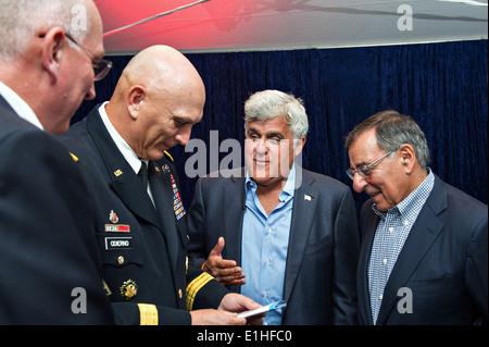 Secretary of Defense Leon E. Panetta, right, comedian Jay Leno, U.S. Army Gen. Raymond T. Odierno, chief of staff - Stock Photo